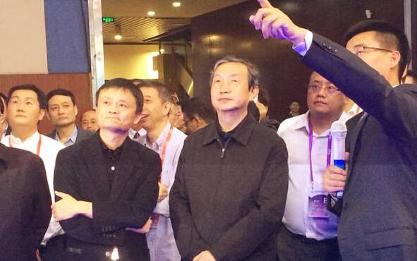 继马云马化腾之后,苹果副总裁也去贵州考察了!那里怎么了?